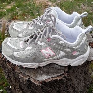 New Balance women's athletic shoes 6